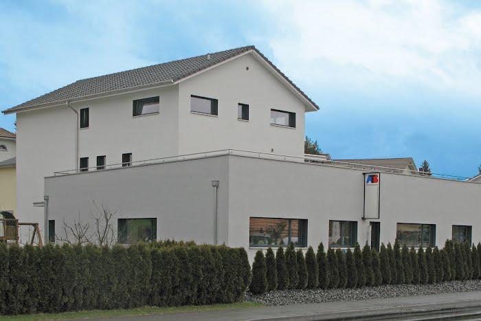 Gewerbe, Wohn- und Geschäftshaus