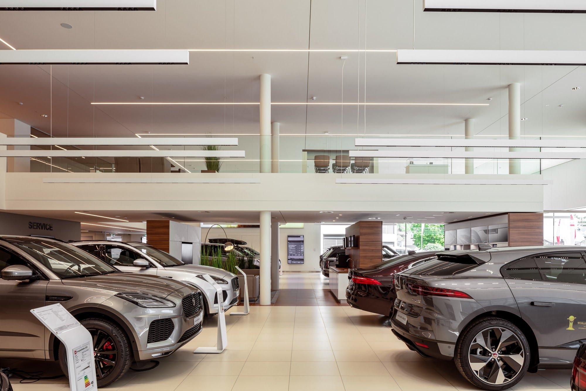 Industrie / Gewerbebau,Spez. Gipserarbeiten Showroom Jaguar Landrover Emil-Frey-Strasse