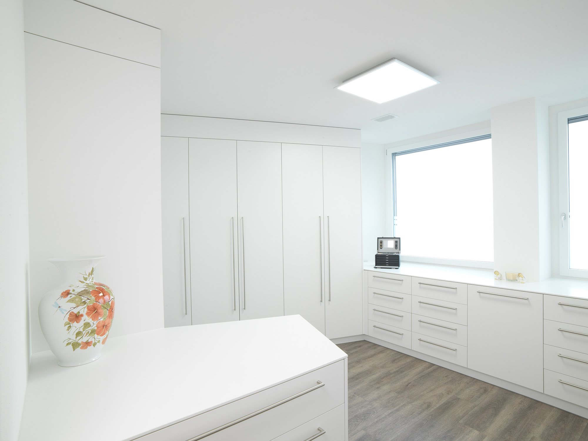 Ankleideraum - Raumgestaltung & Innenarchitektur-Küchen werden immer mehr zum Ort der Begegnung - Sursee, Willisau, Aargau, Zentralschweiz, Luzern, Zofingen