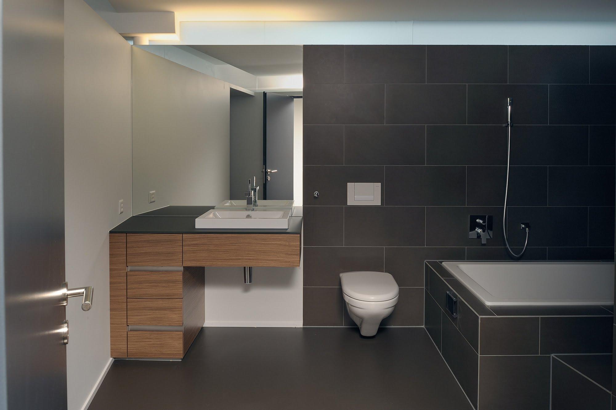 Badmöbel mit Glasabdeckung - Bäder & Badumbau-Küchen werden immer mehr zum Ort der Begegnung - Sursee, Willisau, Aargau, Zentralschweiz, Luzern, Zofingen