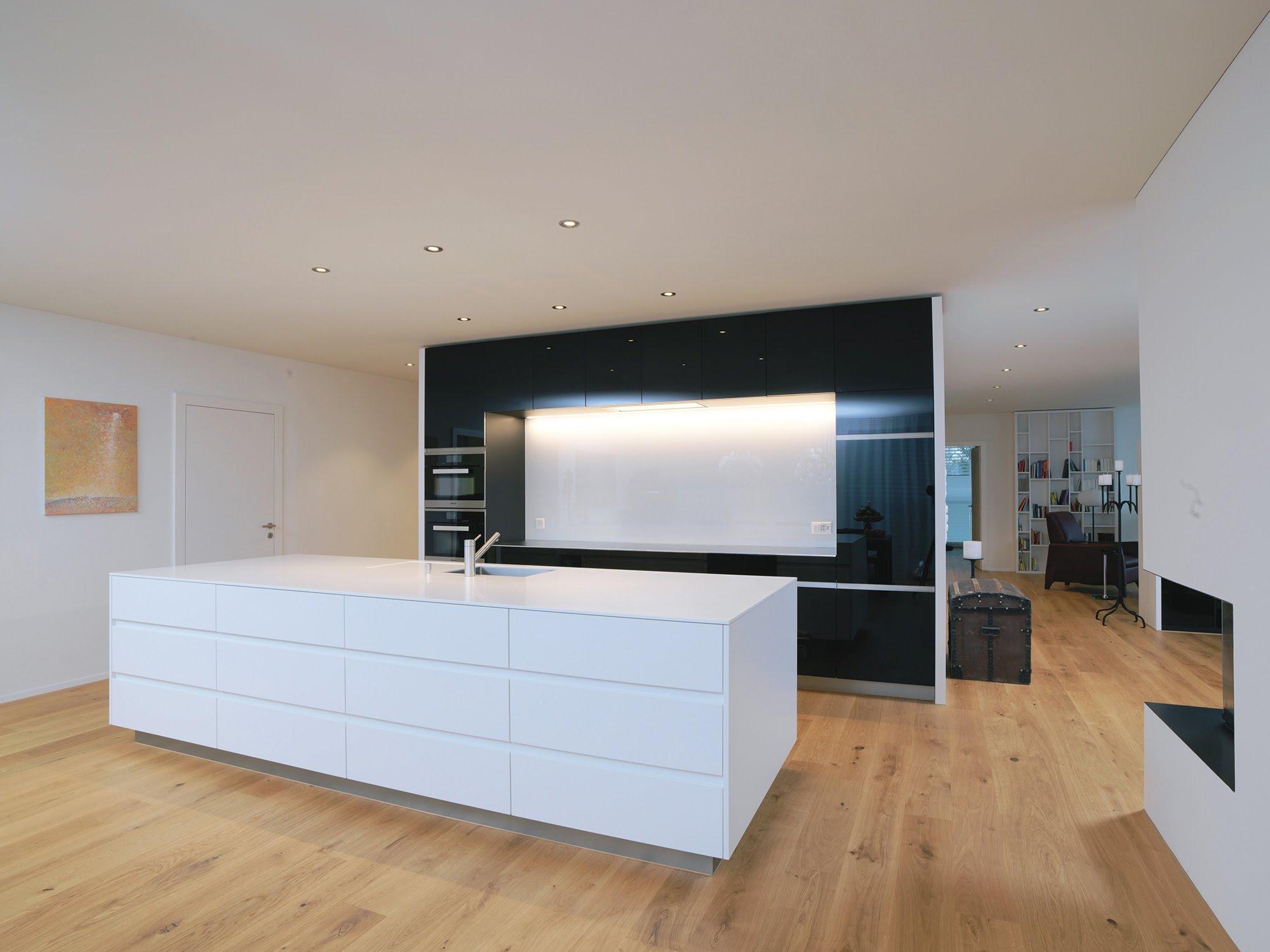 Glasküche mit Himacsinsel - Küchen & Küchenumbau-Küchen werden immer mehr zum Ort der Begegnung - Sursee, Willisau, Aargau, Zentralschweiz, Luzern, Zofingen