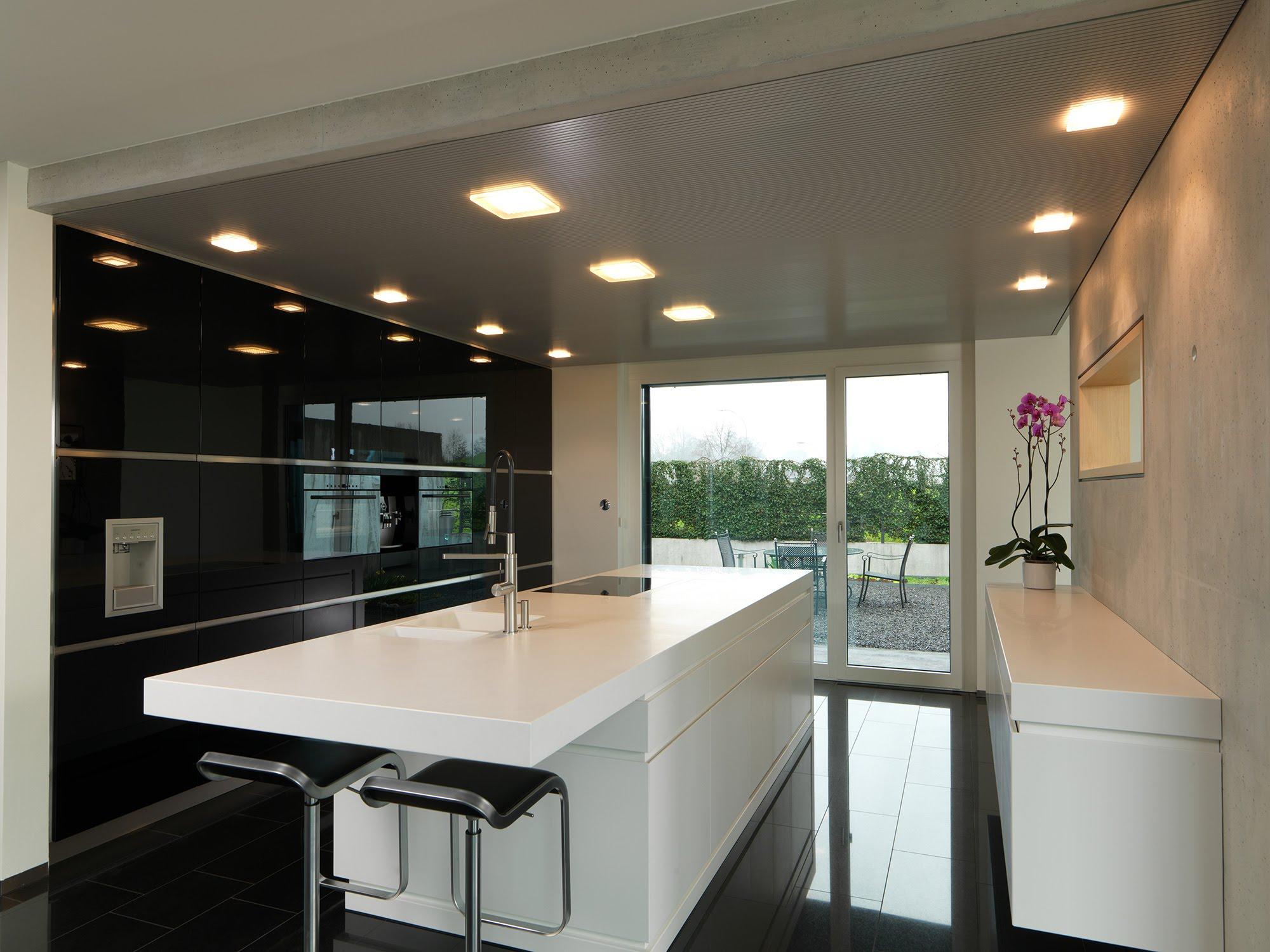 Hochglanzküche in Risch - Küchen & Küchenumbau-Küchen werden immer mehr zum Ort der Begegnung - Sursee, Willisau, Aargau, Zentralschweiz, Luzern, Zofingen