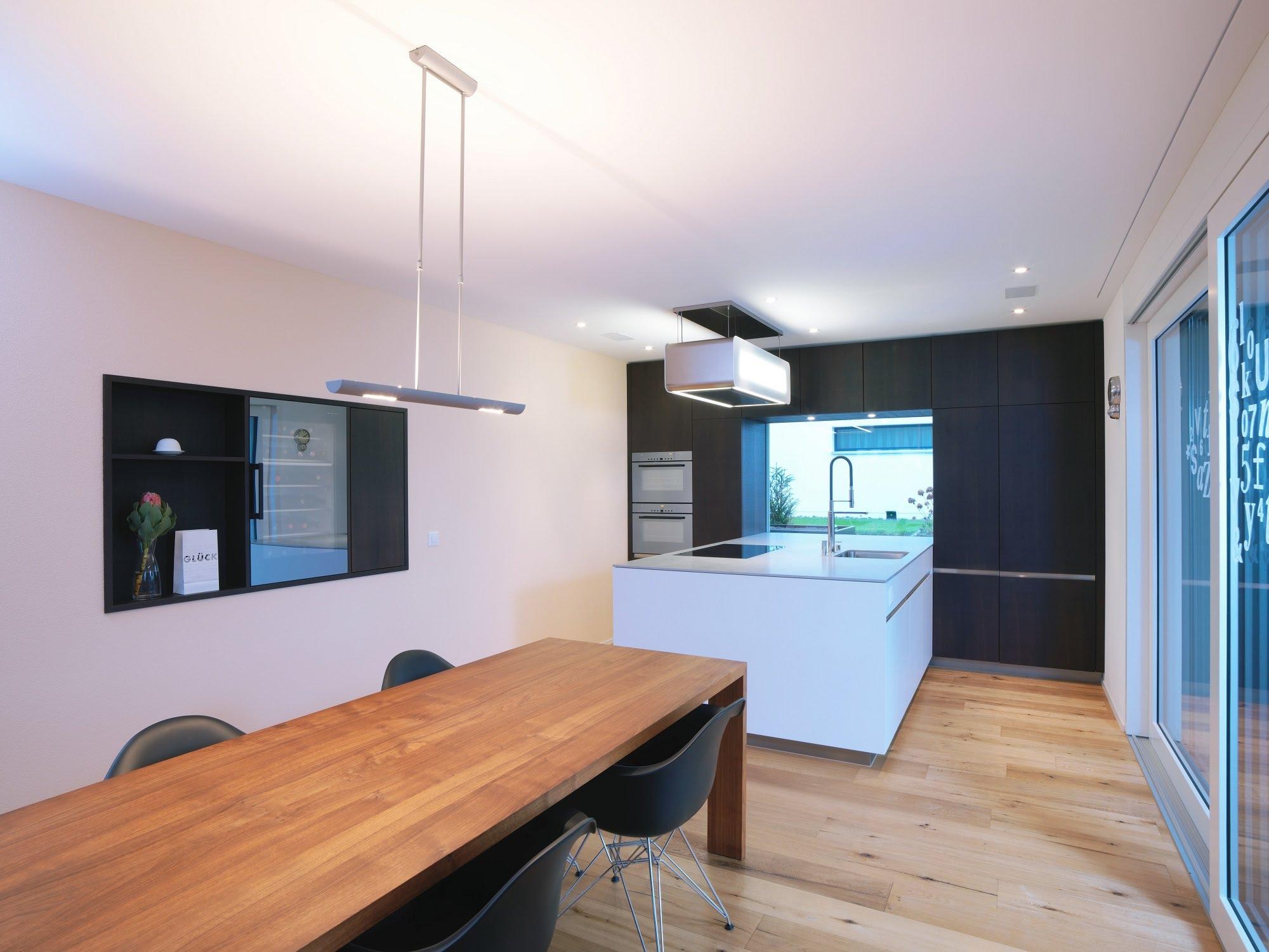 Küche mit Holz- und Lackfronten - Küchen & Küchenumbau-Küchen werden immer mehr zum Ort der Begegnung - Sursee, Willisau, Aargau, Zentralschweiz, Luzern, Zofingen