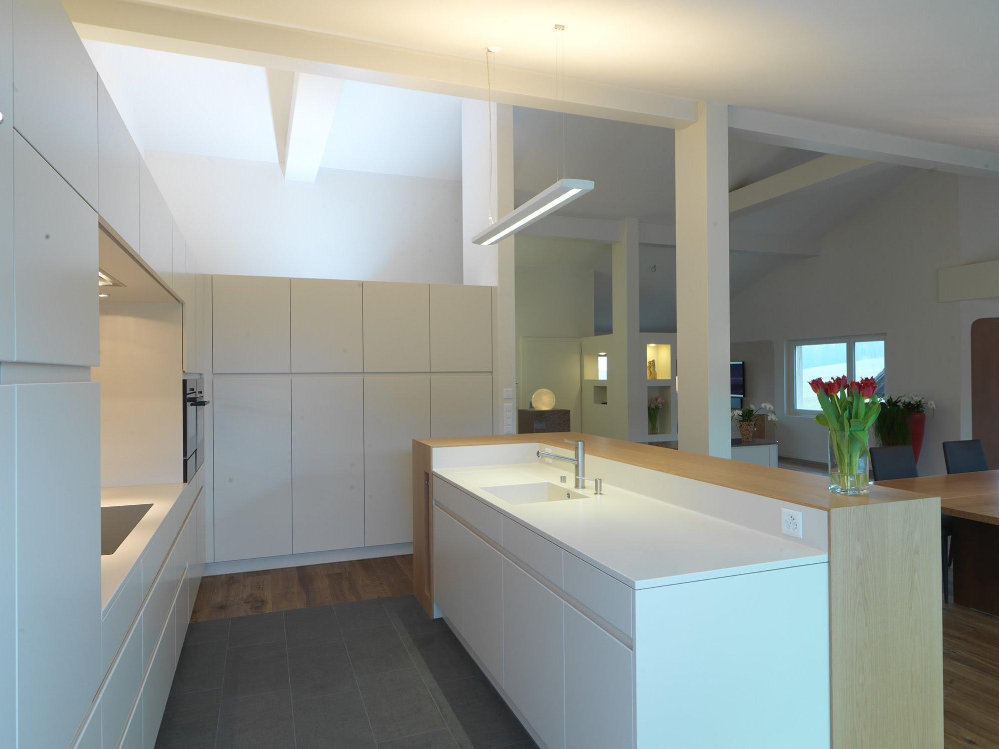 Kücheneinrichtung Dachgeschoss - Küchen & Küchenumbau-Küchen werden immer mehr zum Ort der Begegnung - Sursee, Willisau, Aargau, Zentralschweiz, Luzern, Zofingen