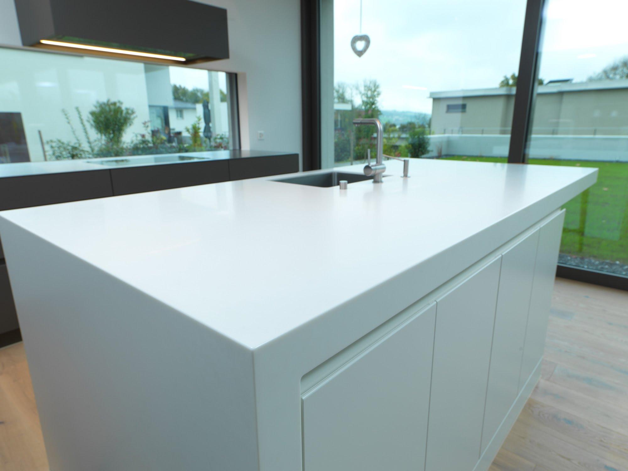 Lackküche mit Himacsinsel - Küchen & Küchenumbau-Küchen werden immer mehr zum Ort der Begegnung - Sursee, Willisau, Aargau, Zentralschweiz, Luzern, Zofingen