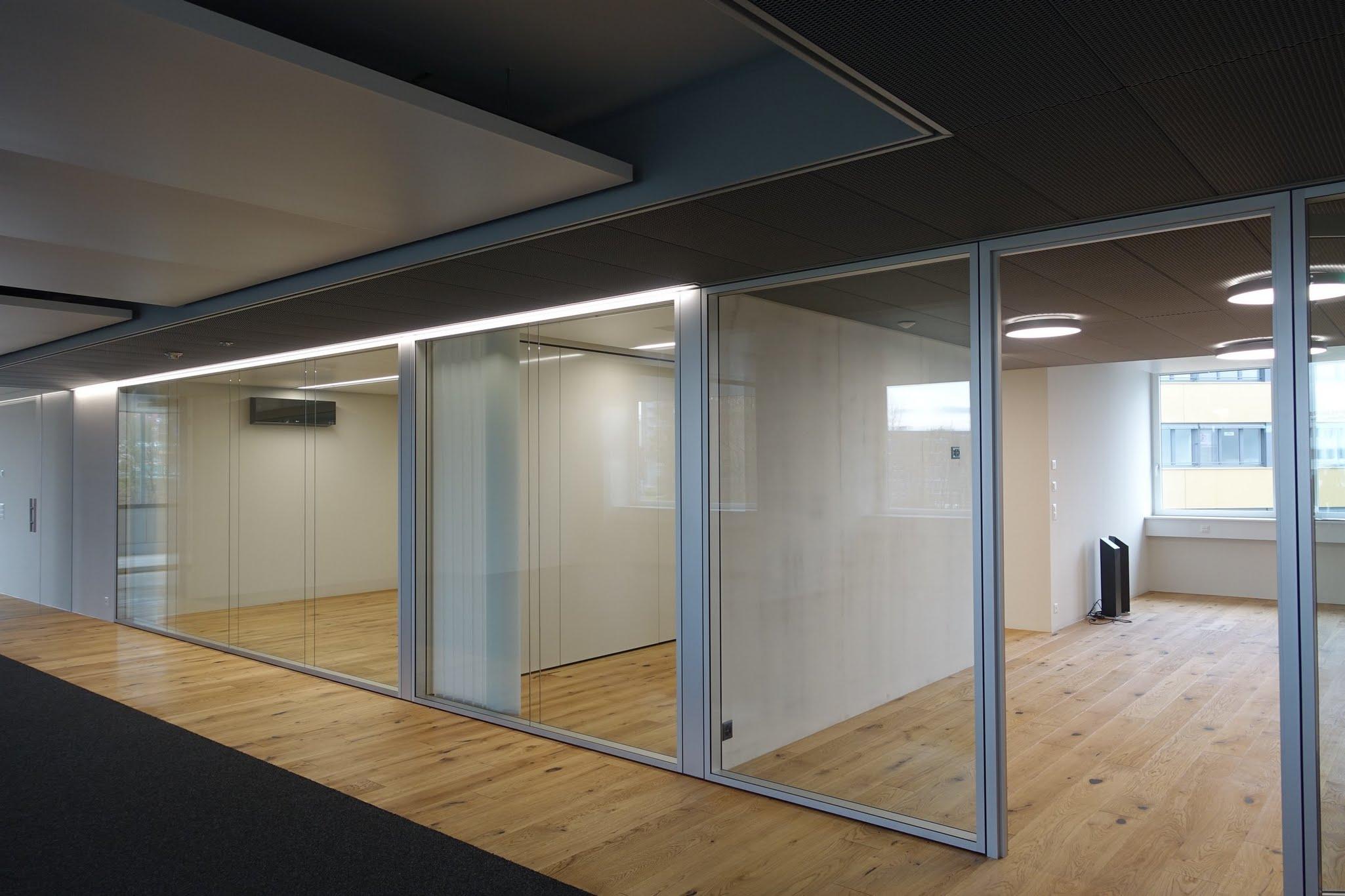 NovaPlain - Doppelverglasung,Cerutti Partner Architekten AG,Deckensystem-Wandsysteme,Trennwände Büro,Ganzglaswände,Bürotrennwand,Akustikdecken,Schallschutzdecken,Trennwände,Glaswände,Faltwände,Raumgestaltung,Trennwand Systeme