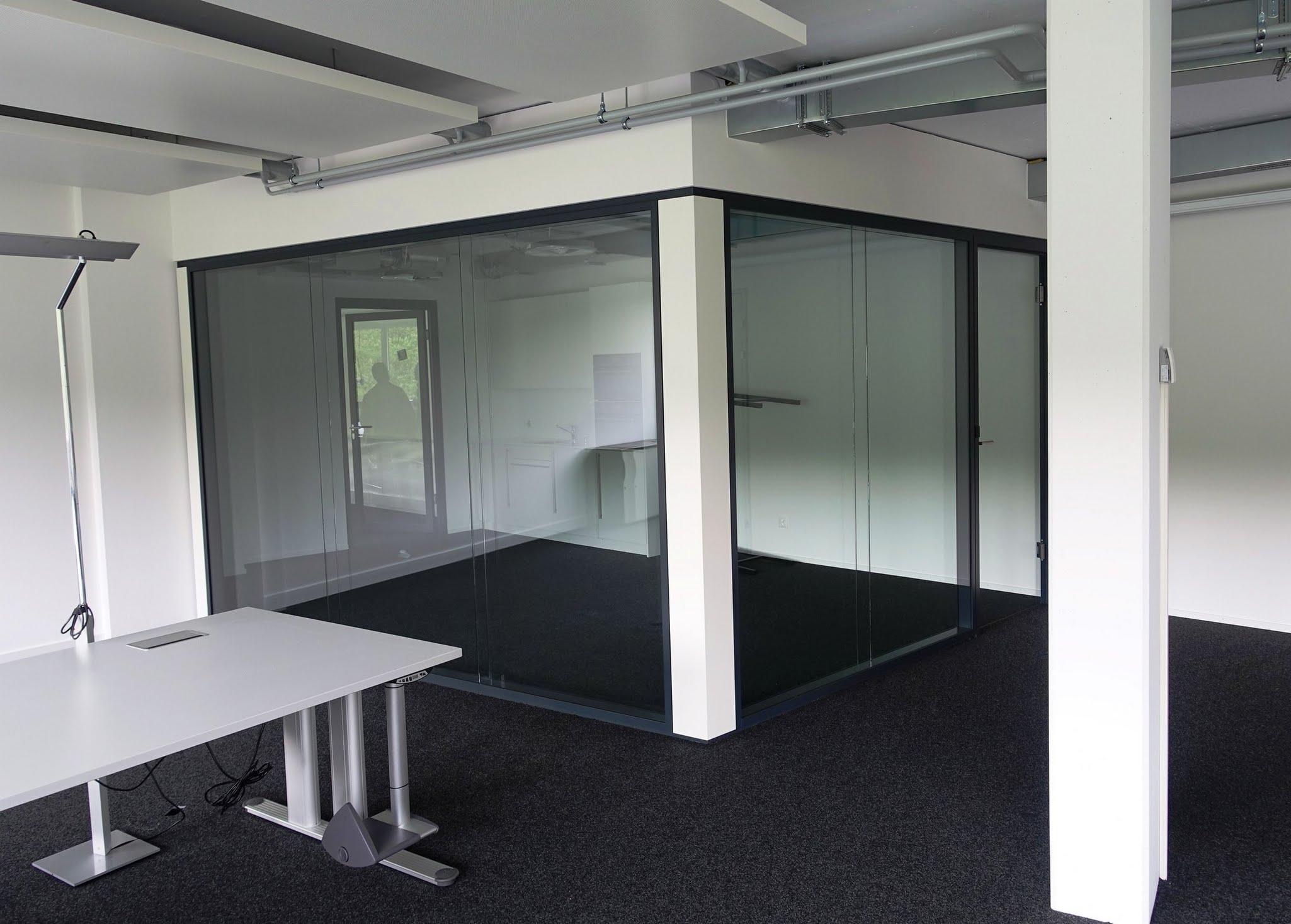 NovaFlex - Bürotrennwand,NovaPlain - Doppelverglasung,CKW ,Deckensystem-Wandsysteme,Trennwände Büro,Ganzglaswände,Bürotrennwand,Akustikdecken,Schallschutzdecken,Trennwände,Glaswände,Faltwände,Raumgestaltung,Trennwand Systeme