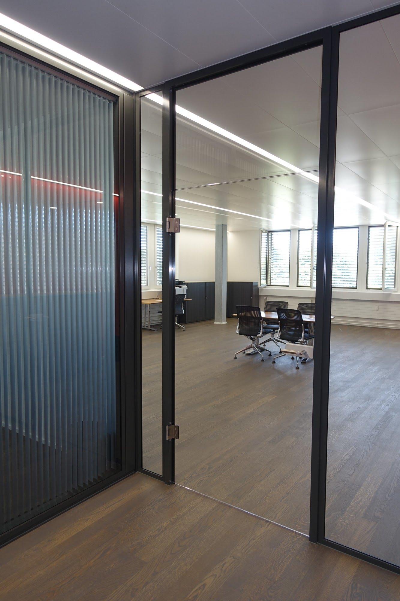 Metalldecken,NovaFlex - Bürotrennwand,NovaOne - Ganzglaswände,Allvisual AG,Deckensystem-Wandsysteme,Trennwände Büro,Ganzglaswände,Bürotrennwand,Akustikdecken,Schallschutzdecken,Trennwände,Glaswände,Faltwände,Raumgestaltung,Trennwand Systeme