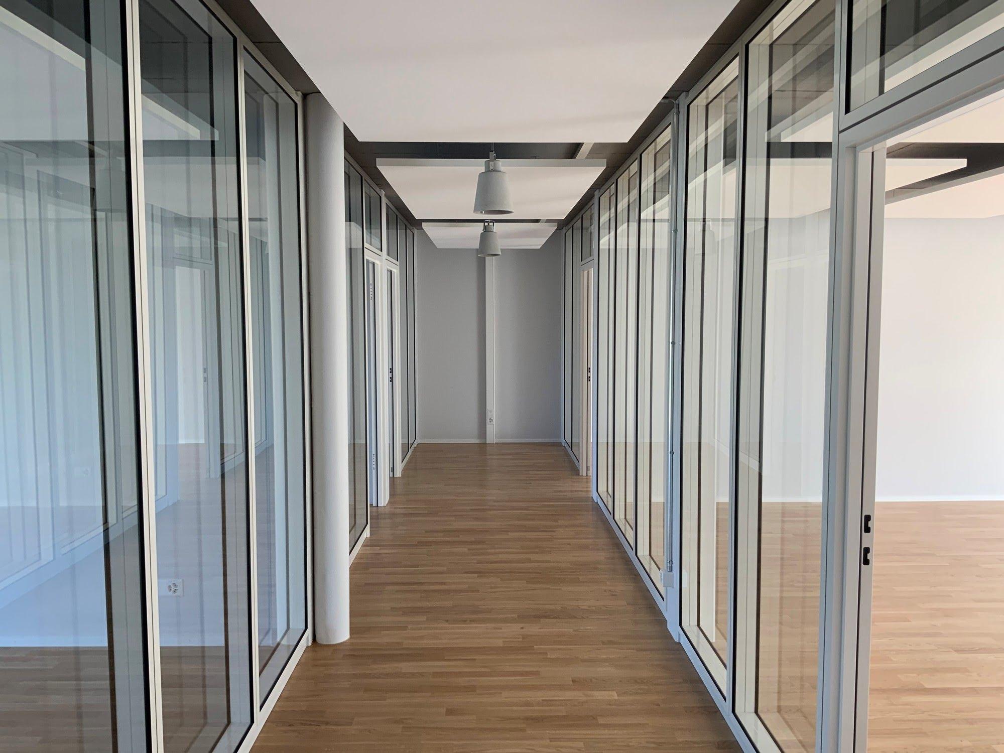Akustik- / Schallschutzdecken,NovaFlex - Bürotrennwand,Formula V AG,Deckensystem-Wandsysteme,Trennwände Büro,Ganzglaswände,Bürotrennwand,Akustikdecken,Schallschutzdecken,Trennwände,Glaswände,Faltwände,Raumgestaltung,Trennwand Systeme