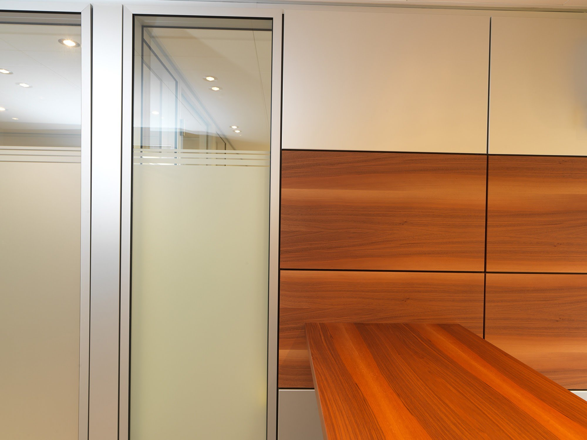 NovaFlex - Bürotrennwand,NovaOne - Ganzglaswände,Starr International AG,Deckensystem-Wandsysteme,Trennwände Büro,Ganzglaswände,Bürotrennwand,Akustikdecken,Schallschutzdecken,Trennwände,Glaswände,Faltwände,Raumgestaltung,Trennwand Systeme