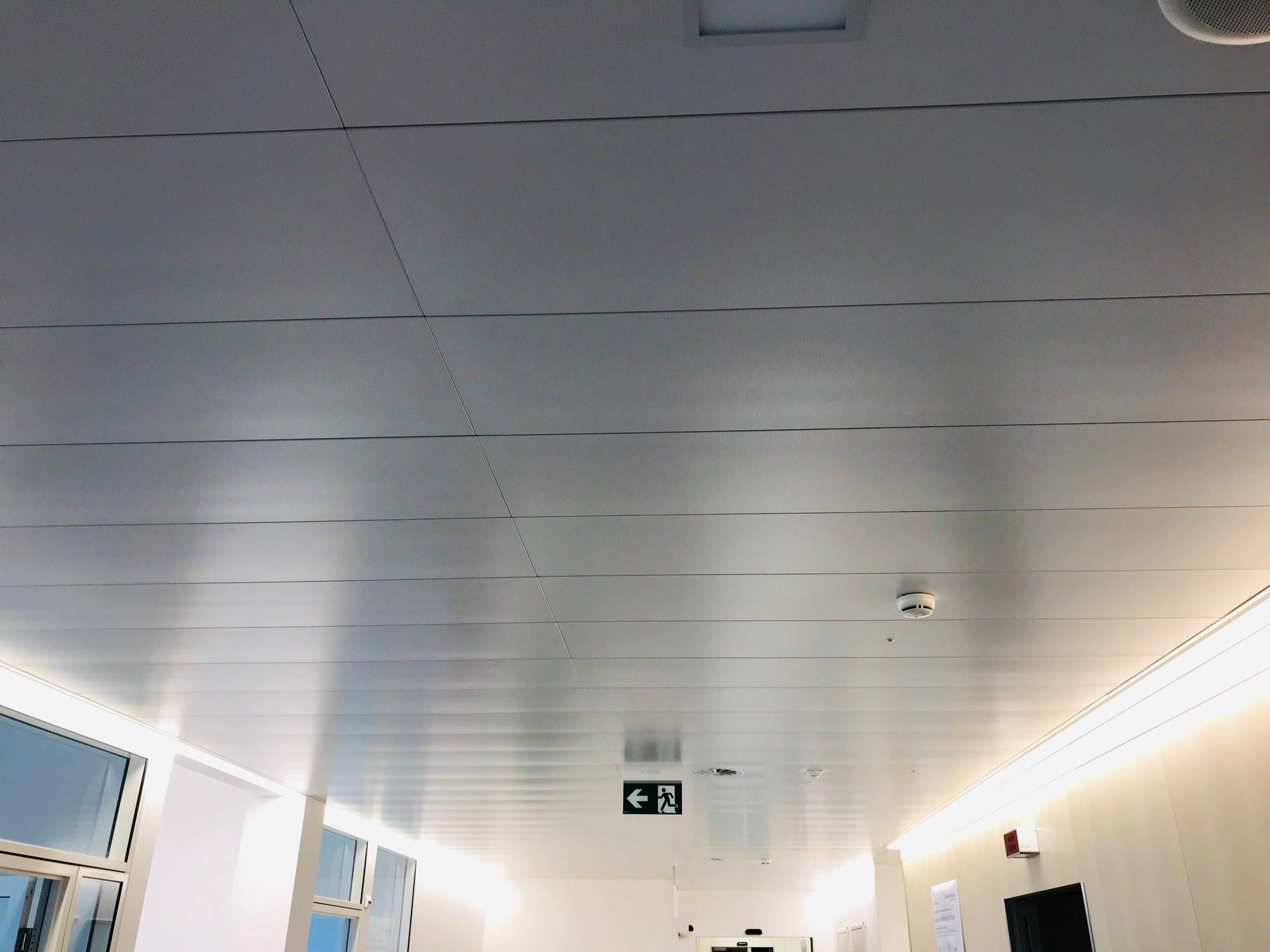 Deckenverkleidungen,Kühl/-Heizdecken,Lichtdecken,Metalldecken,Akustik- / Schallschutzdecken,Novaflex - Bürotrennwand,Anbau Radio-Onkologie Spital,Deckensystem-Wandsysteme,Trennwände Büro,Ganzglaswände,Bürotrennwand,Akustikdecken,Schallschutzdecken,Trennwände,Glaswände,Faltwände,Raumgestaltung,Trennwand Systeme