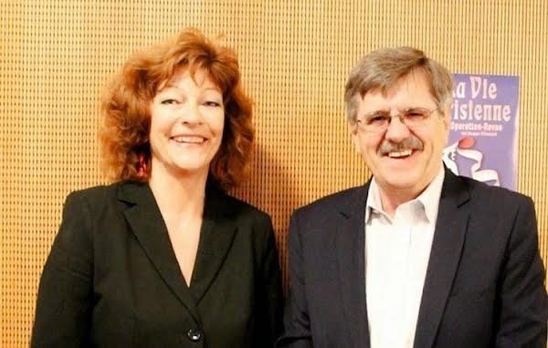 Botschafter Eduard Guesa, Sonderbotschafter für internationale Migrationszusammenarbeit, mit Isabelle Ruf-Weber